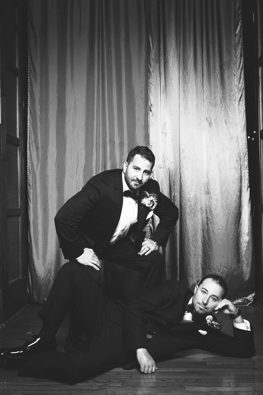 classic groomsmen pose