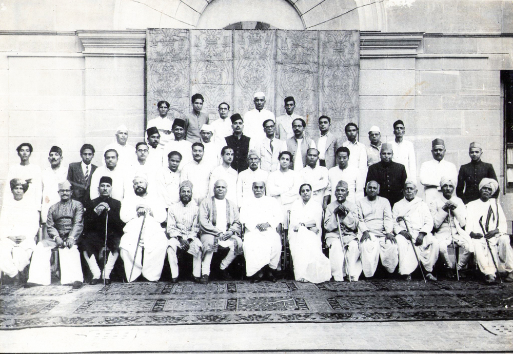 Find here Rajendra Prasad, Kesarbai Kerkar, Allaudin Khan and a few others... © Courtesy Roy Chowdhury, private collection / Uncredited