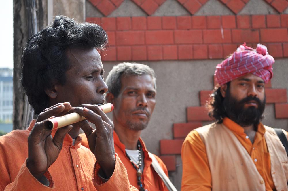 Mohan Pato (flute), Sibshankar (dhol/khol) and Shyam Khyapa© JANE ROWAN