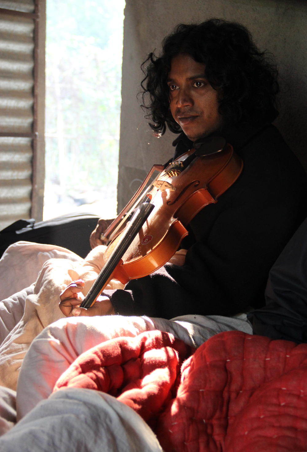 Laltoo Fakir aka Abul Kalam, just waking up, Jodhiya, Dec. 2013 © Edith Nicol