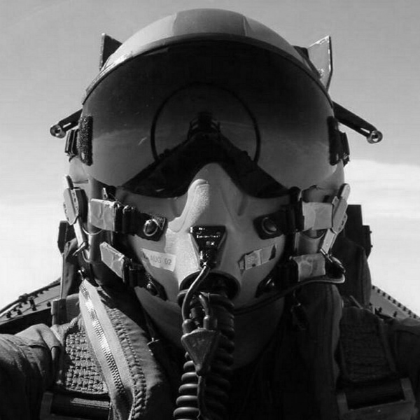 fighter_pilot_helmet-800x600.jpg