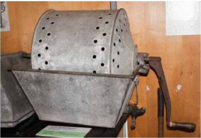 The first drum washing machine was invented in 1851 by James King. It had a drum design, and was hand powered.