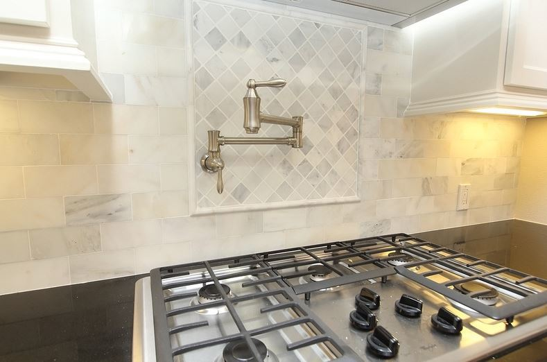 That backsplash tile is from Floor N Decor. I know right?! It's really marble & not a faux replica btw.