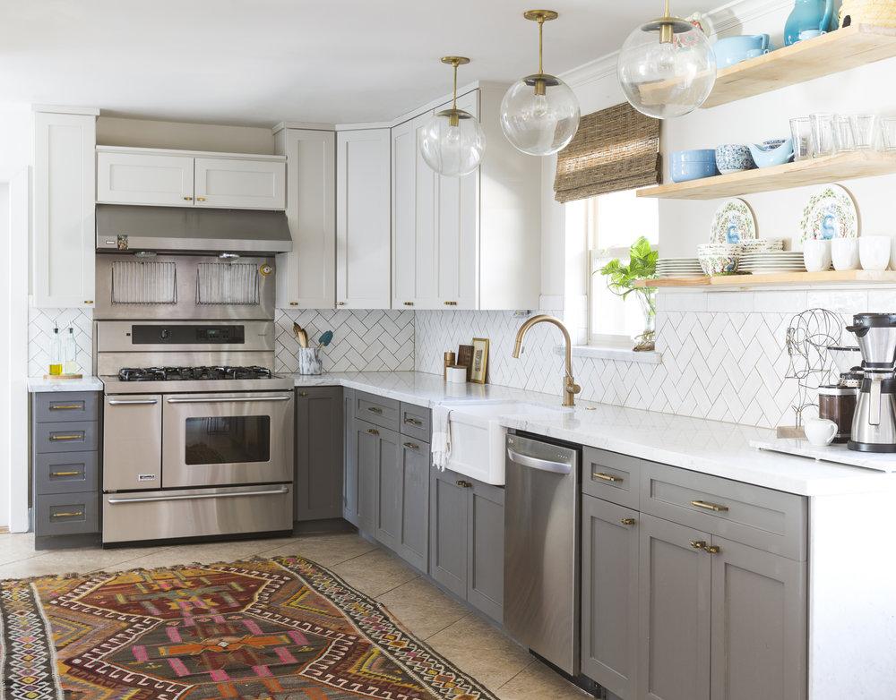 Kitchen remodel using existing cabinet interiors with turkish kilim rug by Berlin interior designer Jamie House Design