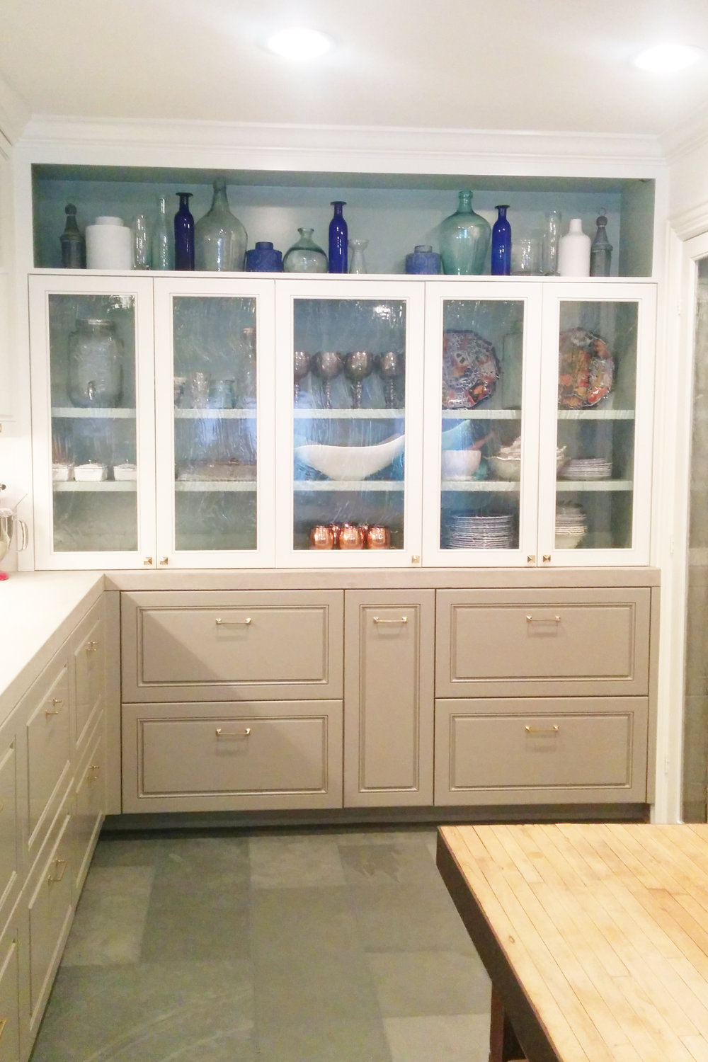 Houston kitchen remodel by Jamie House Design. Glass kitchen display.