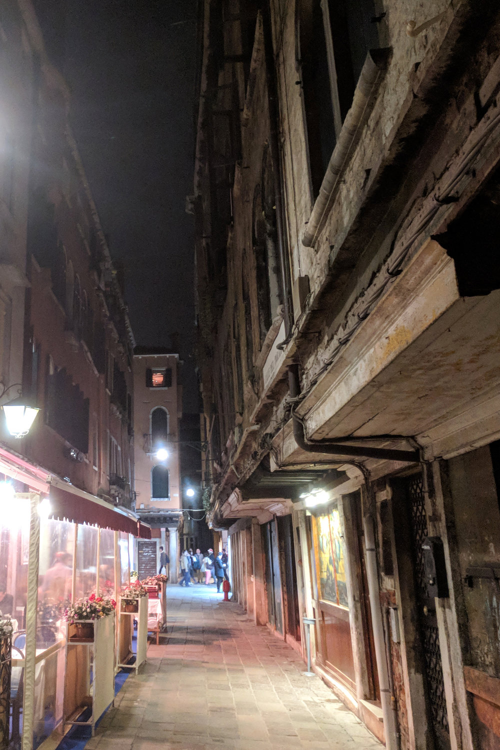 Venice Italy street cafe at night. JHD Travels Venice travel blog. American expat designer in Berlin.