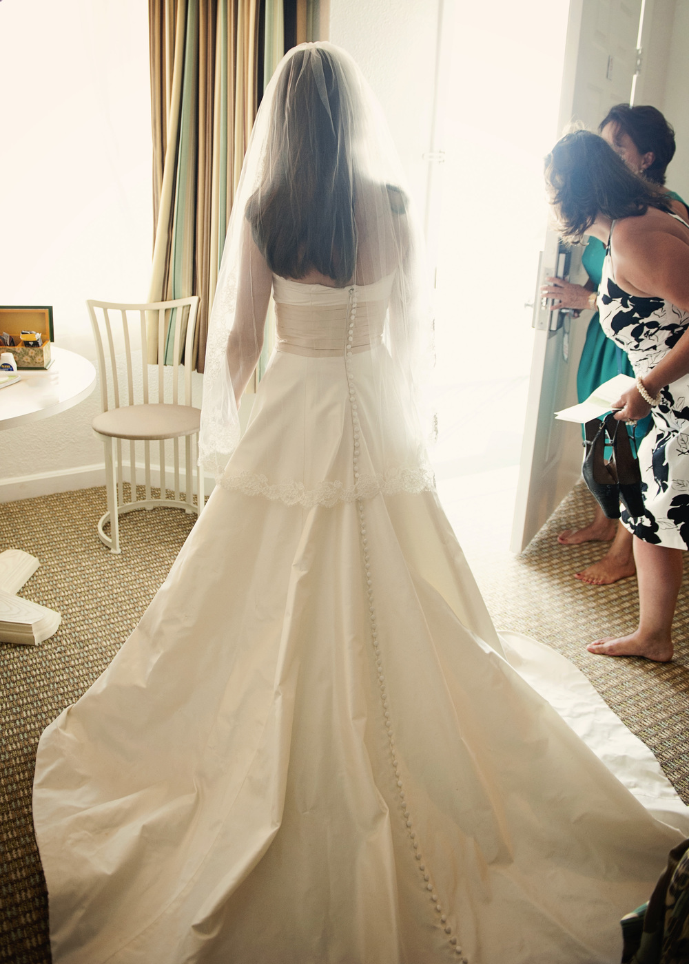 summer wedding bride ©ninapomeroy.com backlit gown hotel wine
