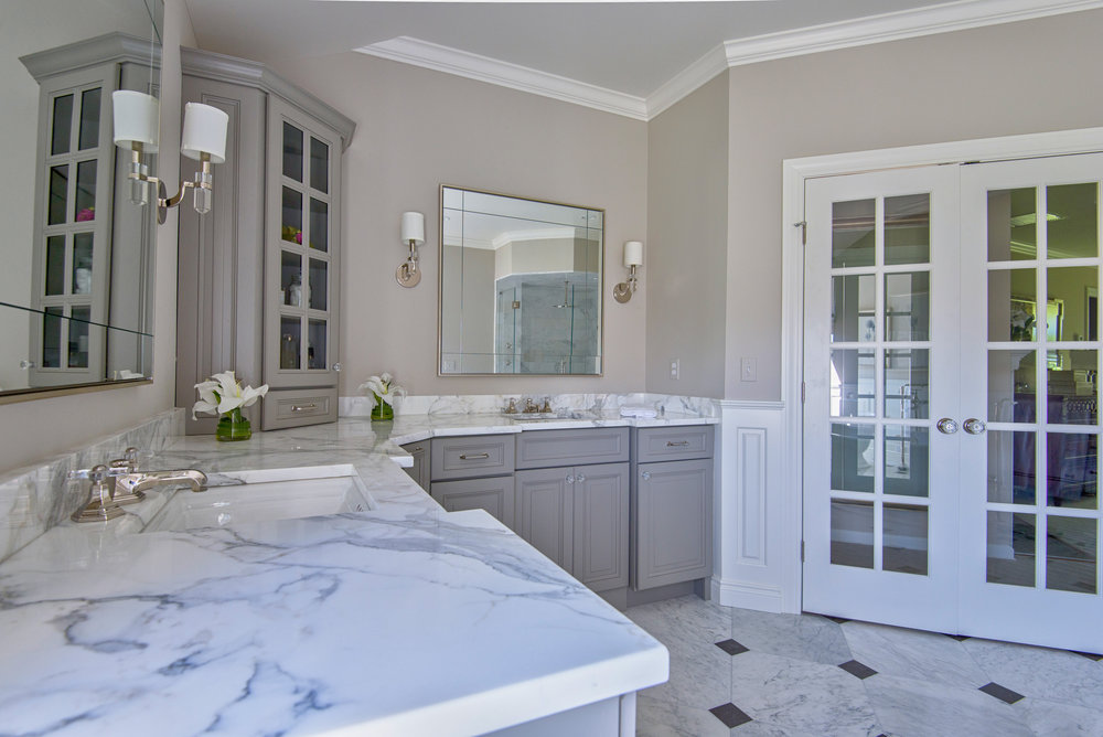 Grey and White Master Bath real estate and interior design photography. Bay Area Photographer ©ninapomeroy.com