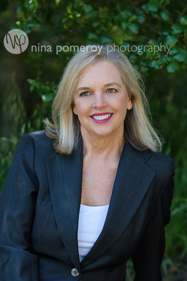 therapist-author-headshot-book-cover-nina-pomeroy-headshot-photographer.jpg