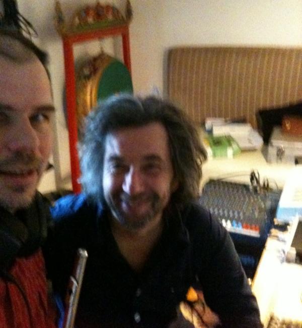 Enkelte af numrene er indspillet i Søren Frieboe's lydstudie på Mols (Søren med det største hår).  www.soerenfrieboe.dk