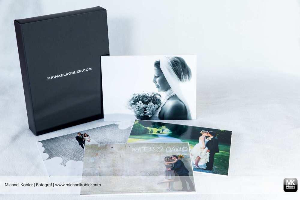 """Bildbox im Material """"Touch"""", schwarz mit 10 Bilder auf Fotokarton."""