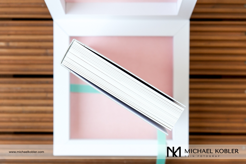 Die Box schützt das Fotoalbum im Inneren.