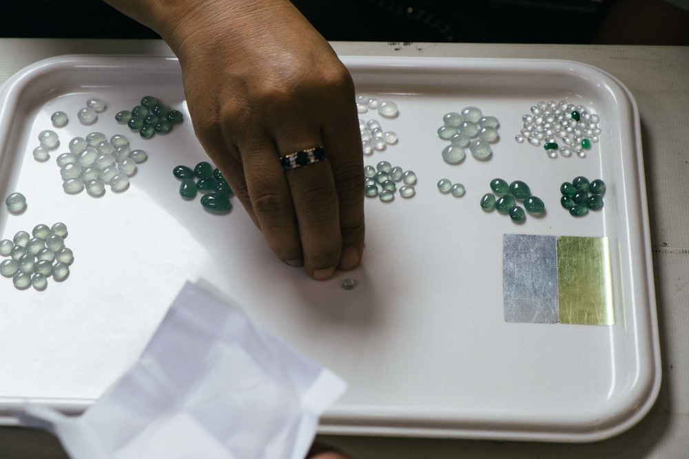 A typical buyer lays out samples of what he or she is looking to buy. Brokers walk around and if they think they have something to match, they show to the seated buyers to offer on. This buyer deals in finer quality white jade, as well as a deeper green variant of classic imperial type jade.