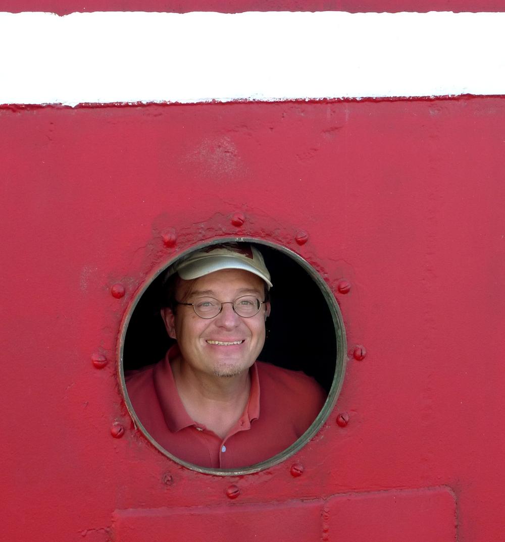 L1110750 Dan Goncharoff in porthole retch crop.jpg