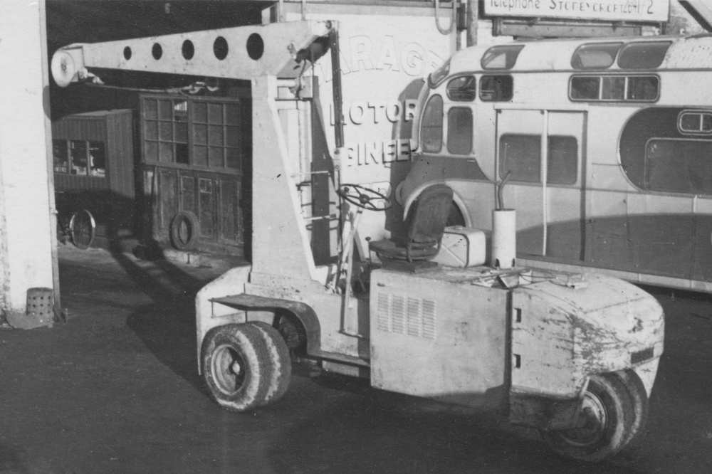 This is a 2.5 ton Hyster,the most popular World War 2,dock, lift and carry crane.they first came over on lease lend in 1941.