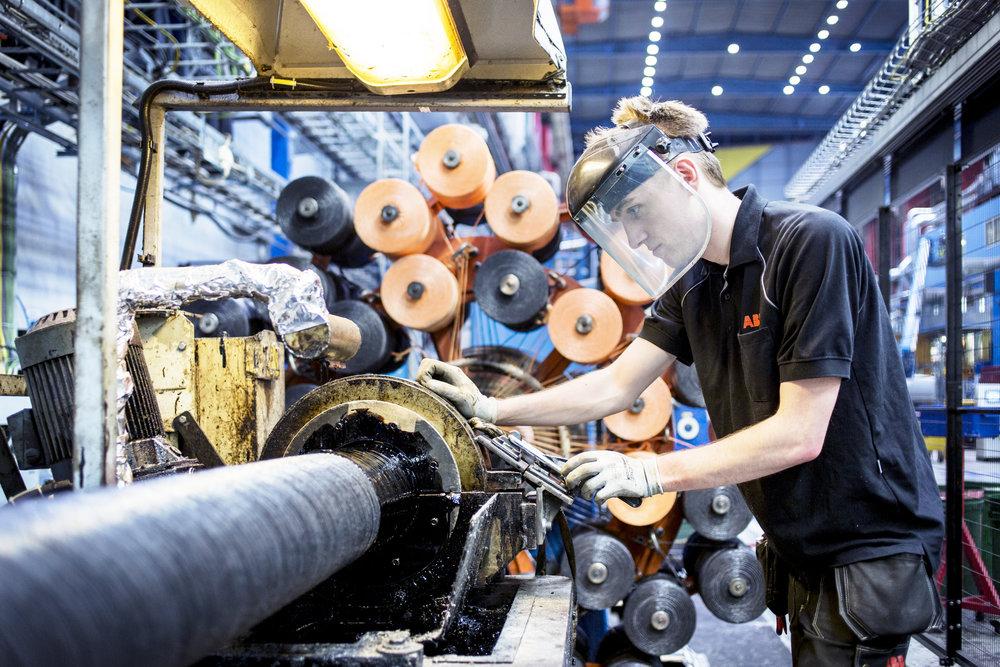 14-09-2015. ABB HVC KARLSKRONA.Arbetsmoment. People working at the HVD Cable Factroy in Karlskrona, Sweden.Foto: Gustav M�rtensson / ABB