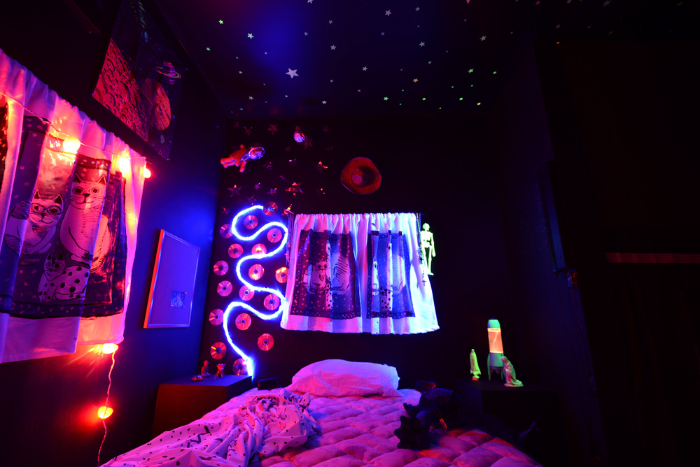 Dark-Rooms-Bed-1.jpg