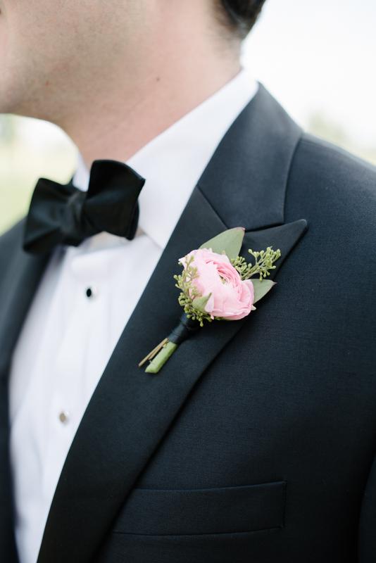 claire + josh ; bel fiore florist ; a wedding at legacy hill farm, minnesota ; photos by lydia jane (www.lydiajane.com)