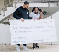God's Plan rapper and Grammy Awards Winner, Drake, hands out cash to Miami Florida, Community. The celebrity uses his star power to gift everyone from perfect strangers to a hotel maid to customers at a supermarket to students at the University of Miami. Sources state that Drake gave out $10,000 to a hotel maid and $50,000 to a University of Miami Scholarship. Drake reportedly gifted up to $996,631.90. Talk about spreading the wealth!
