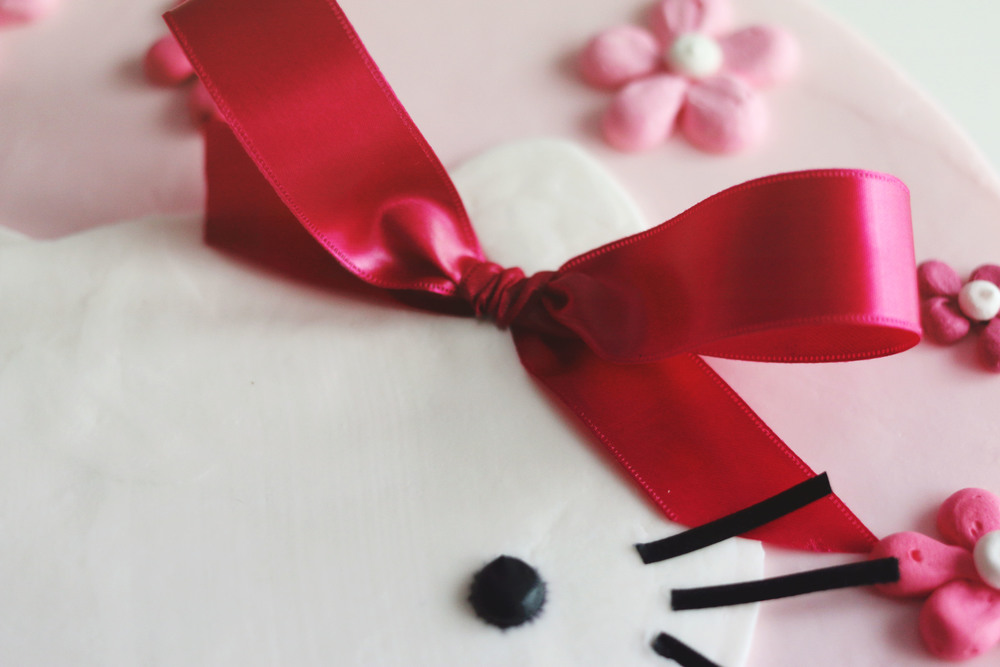 Hello Kitty Cake Bow Close Up on ourcitylights.jpg