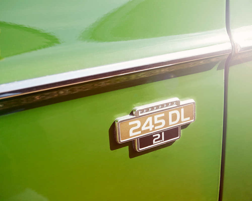 Volvo 245DL - Badge.jpg