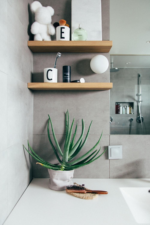 Små hyller til badet designet av CK&I