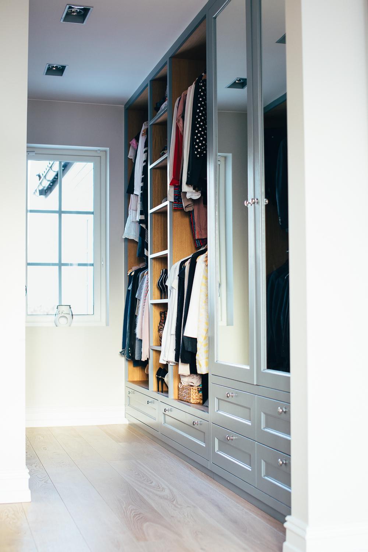 Hovedsoverommet er tilknyttet både bad og walk-in garderobe.