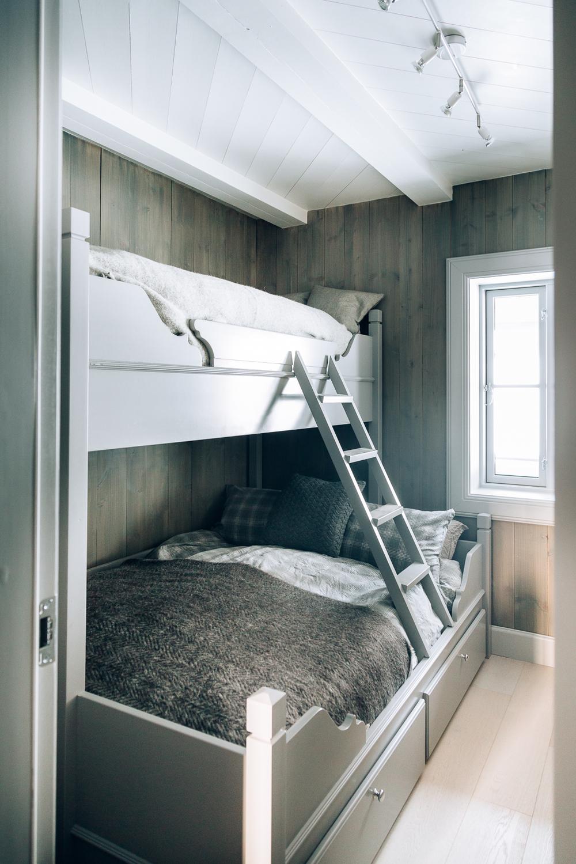 Køyesengen har dobbeltseng nederst for enda fler sengeplasser