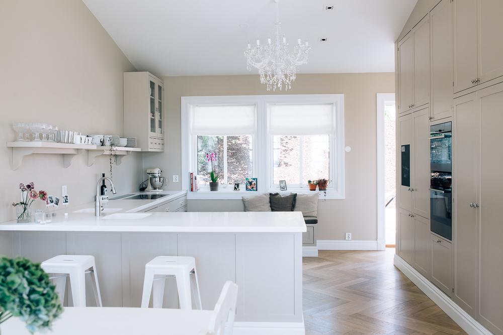 Kjøkken i duse farger — custom kitchen & interiors