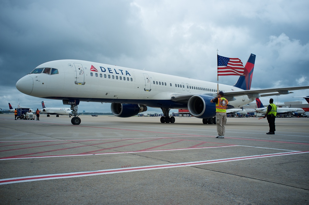 Delta Airlines Honor Guard 22131.jpg