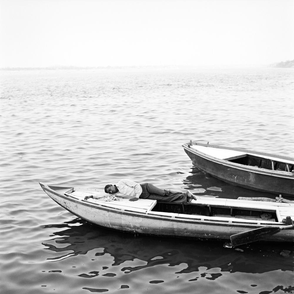 sleeping-boat-varanasi.jpg