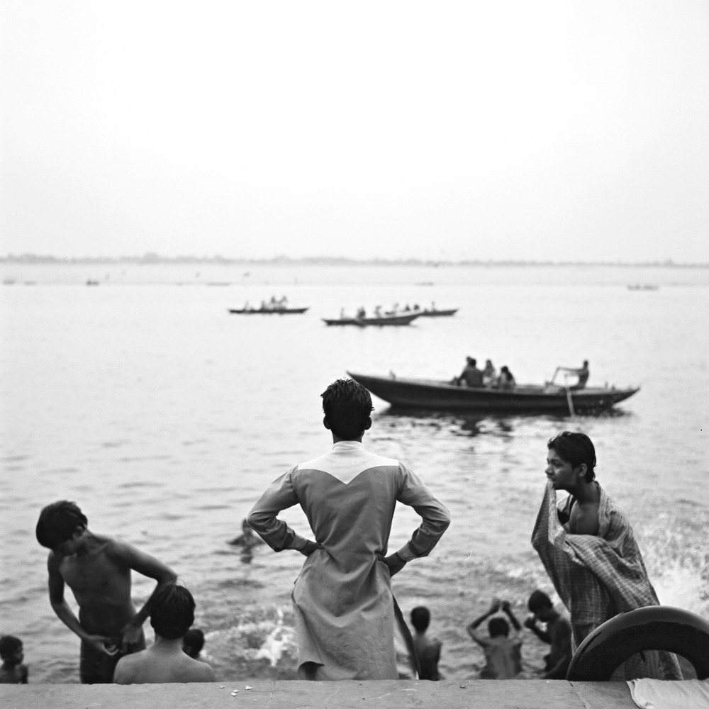bathing-in-ganges-varanasi.jpg