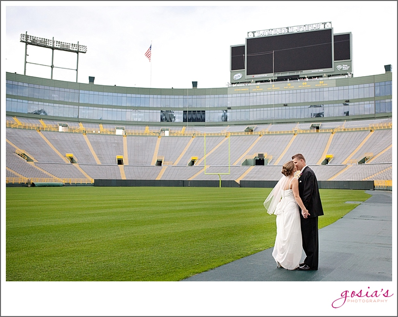 Lambeau-Field-wedding-Green-Bay-Wisconsin-Gosia's-Photography_0032.jpg