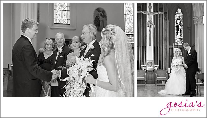 Saint-Joseph-wedding-ceremony-North-Shore-Golf-Club-reception-Menasha-wedding-photographer-Gosias-Photography-Krystle-Ryan-_0012.jpg