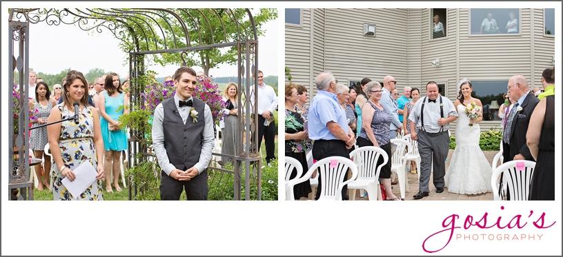 barn-wedding-outdoors-Hilbert-photographer-gosias-photography-_0024.jpg