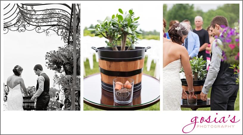barn-wedding-outdoors-Hilbert-photographer-gosias-photography-_0028.jpg