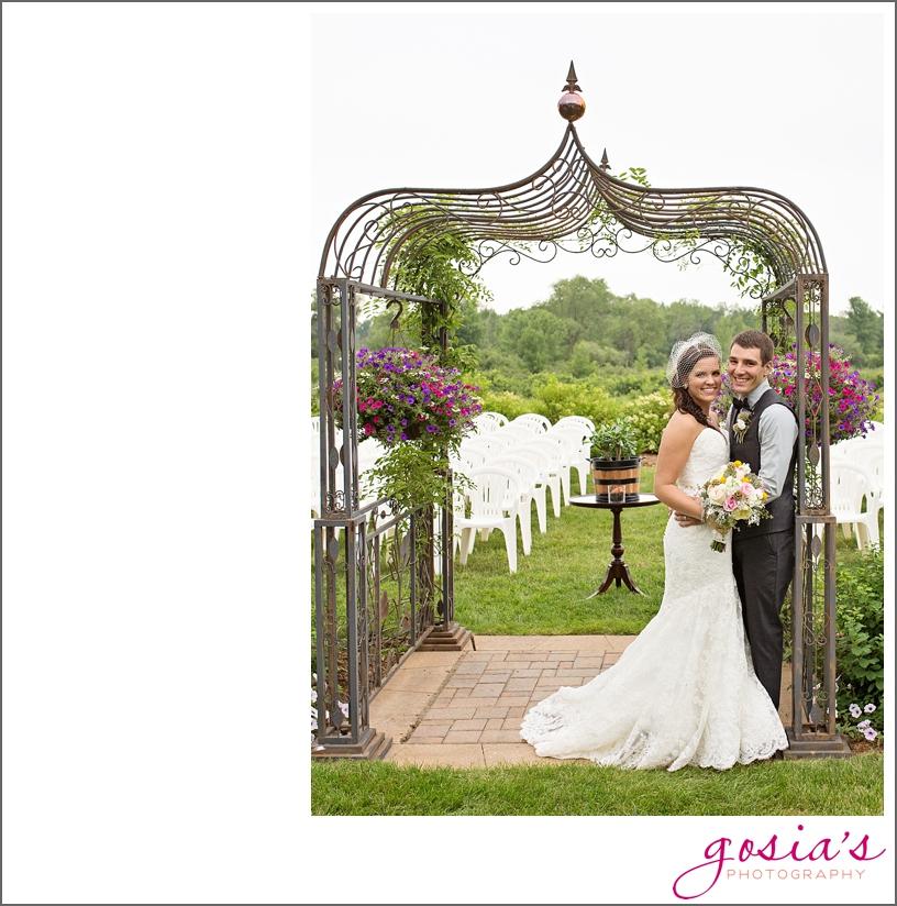barn-wedding-outdoors-Hilbert-photographer-gosias-photography-_0031.jpg