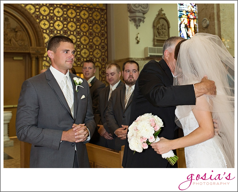 St-Francis-Xavier-catholic-church-The-Marq-Green-Bay-wedding-photographer-gosias-photography-Lauren-and-Dustin-_0011.jpg