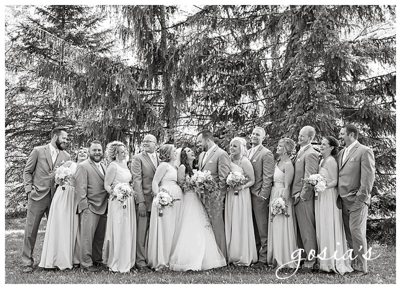 Milwaukee-Torrie-Dave-Tryba-County-barn-wedding-Appleton-photographer-Gosias-Photography-_0022.jpg