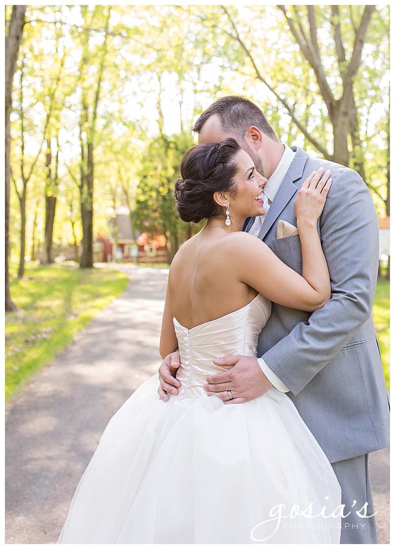 Milwaukee-Torrie-Dave-Tryba-County-barn-wedding-Appleton-photographer-Gosias-Photography-_0035.jpg