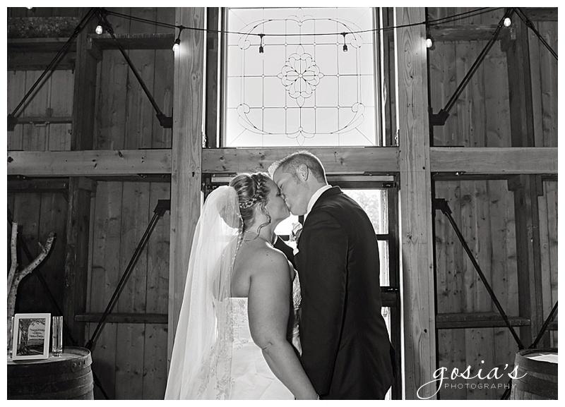 Lisa&Nick-Appleton-wedding-photographer-Gosias-Photography-trybas-simply-country-barn-_0014.jpg