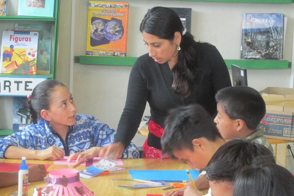 Head Librarian / La bibliotecaria principal – Gladys Rodriguez