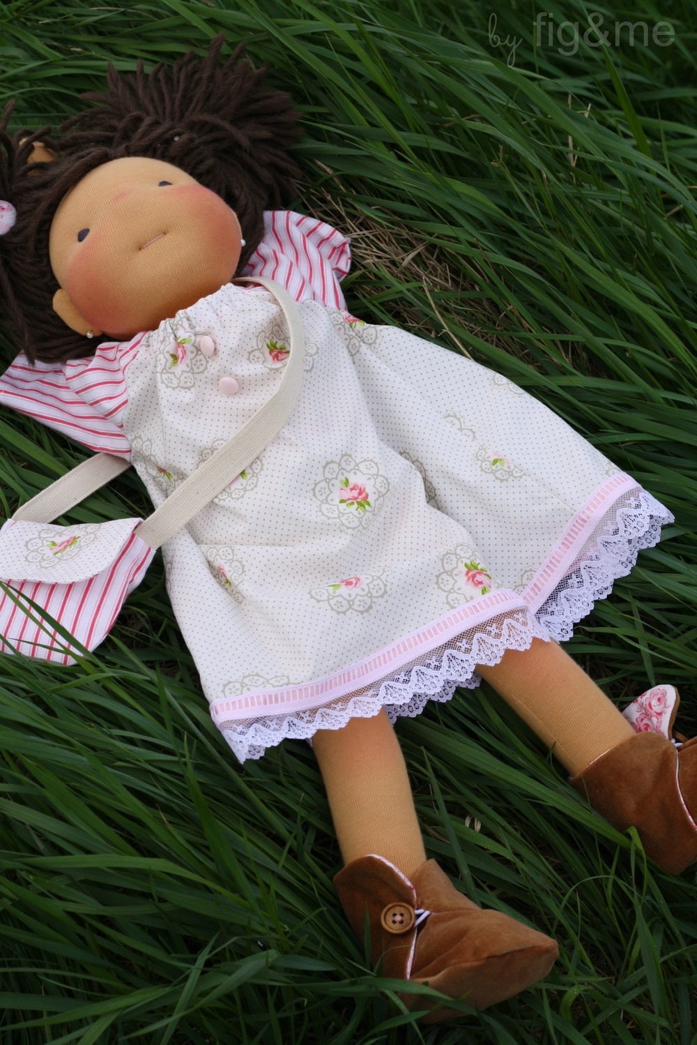 ...to enjoy daydreaming on the fresh grass, a summer pleasure. By figandme.