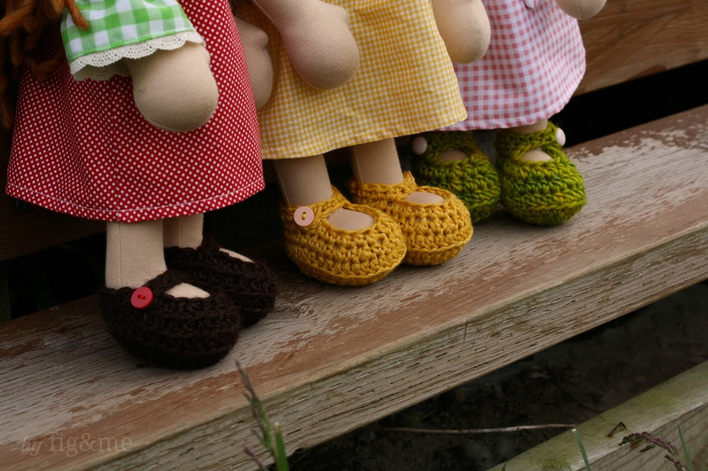 Handmade crochet doll maryjanes, by fig and me.