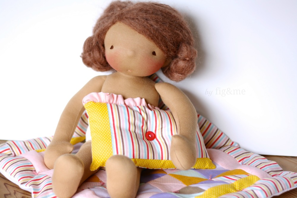 Handmade doll and her little blanket, by fig and me.