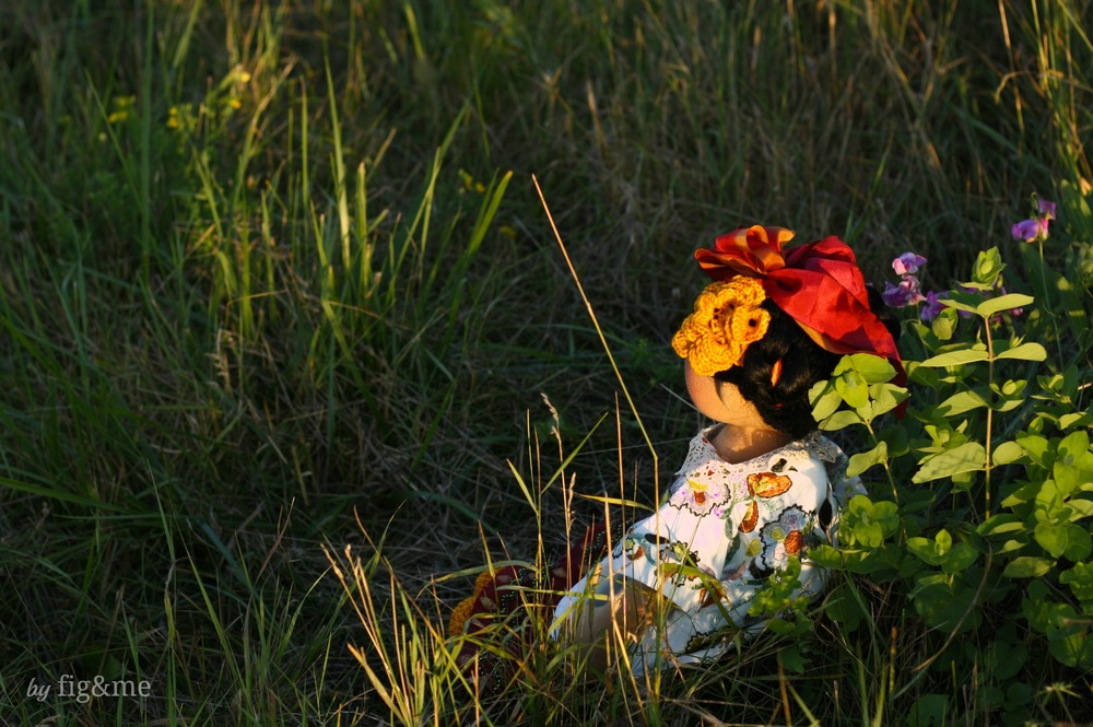 Frida on the grass, by Fig and me.