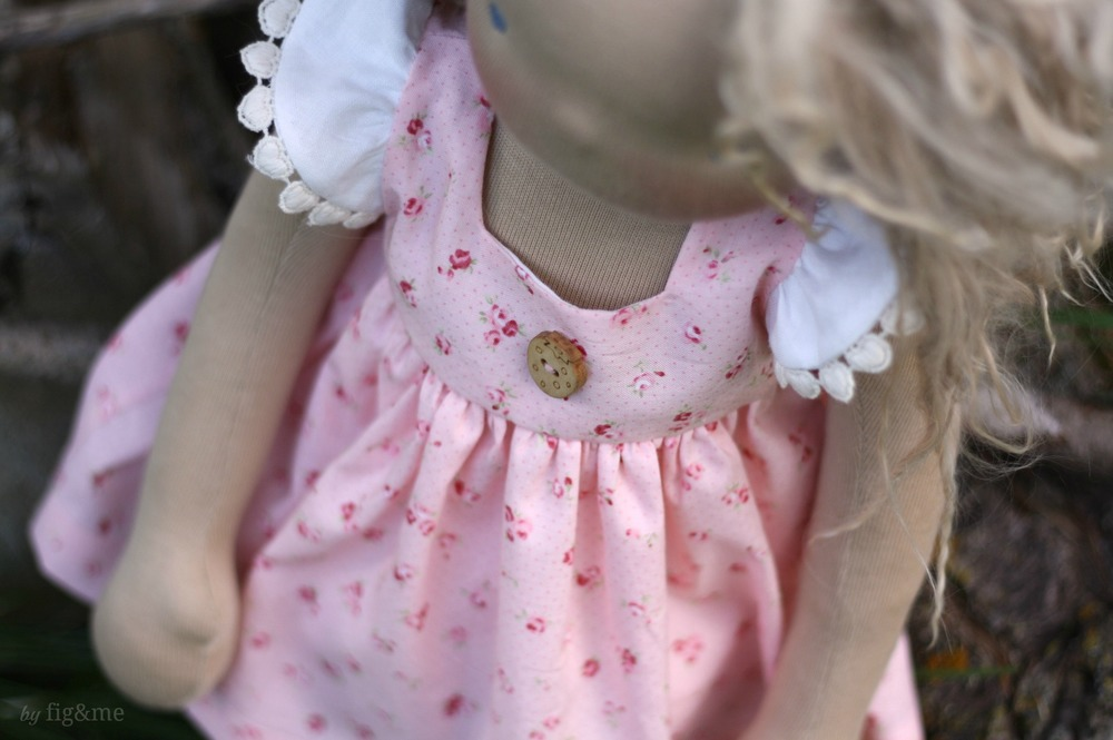 Pink spring dress for Amelie, by Fig and me.