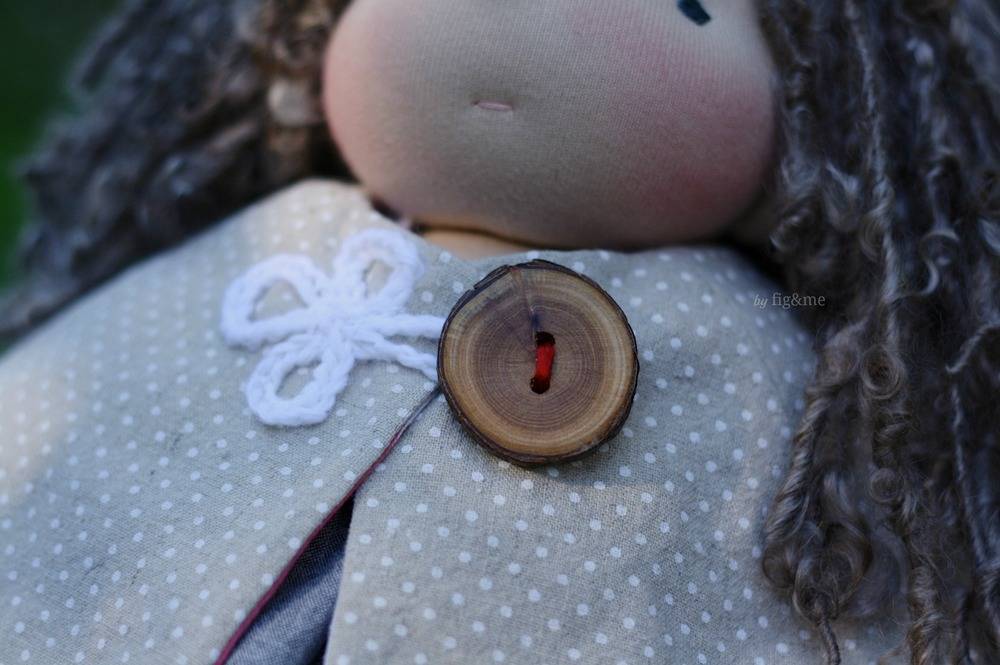 Handmade wooden button clasp, by Fig and me.