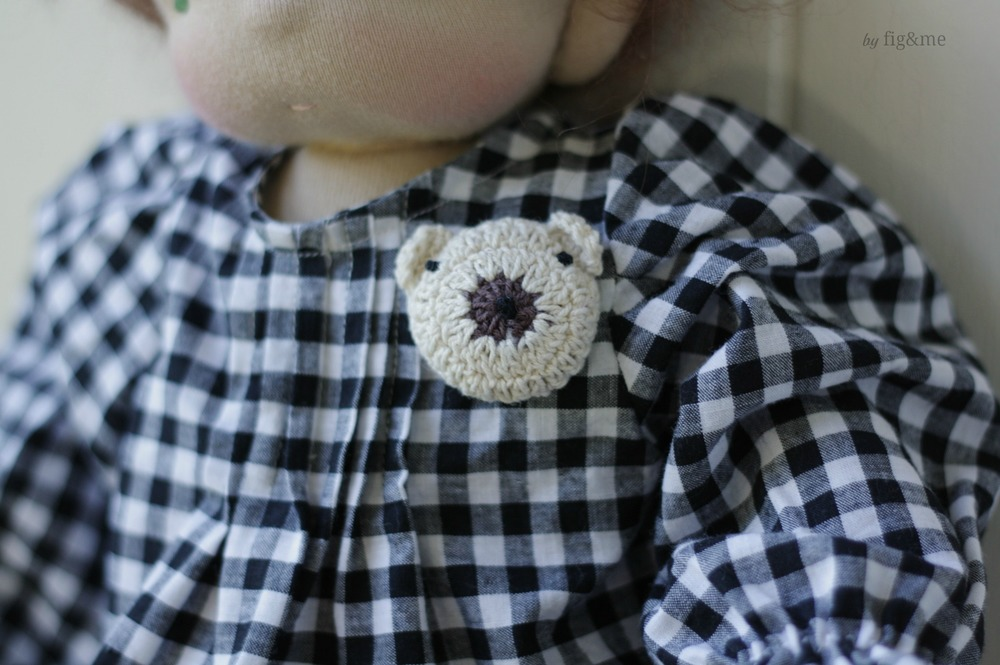 A little bear brooch, by Fig and me.