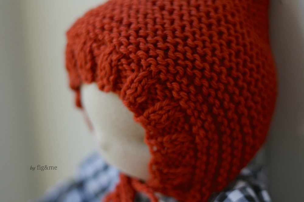 Snuggly ribbing on a doll hat, by Fig and me.